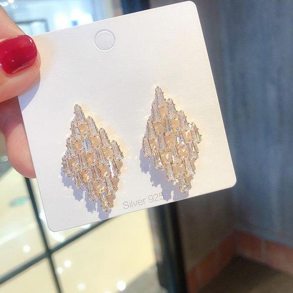 Aretes de diamantes de cristal geométricos simples NHMS154715