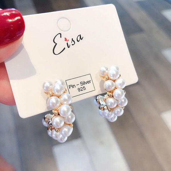Aretes de aro en forma de C de perla de talla vintage NHMS154726