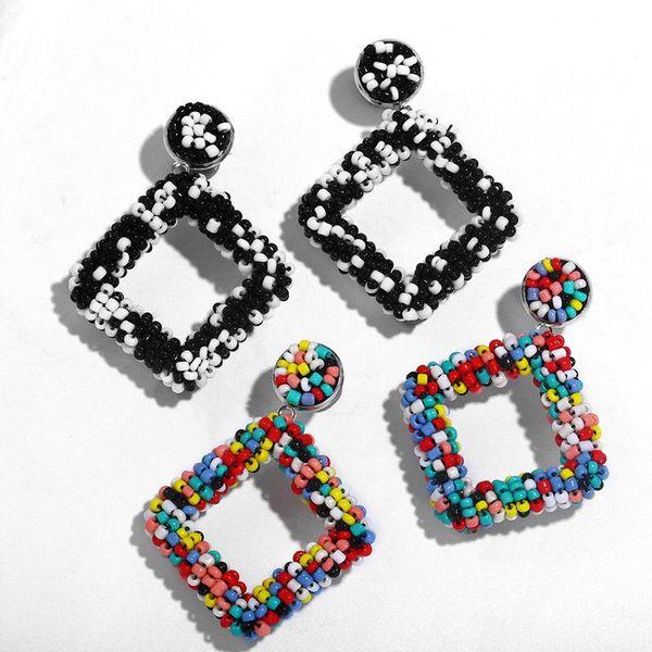Aretes artesanales con cuentas geométricas NHAS155409