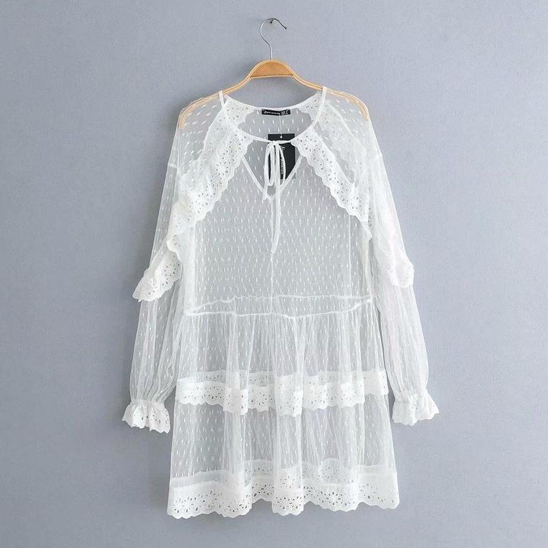 Vestido de tarta hueca con cuello en v y manga de encaje con manga de loto NHAM149658