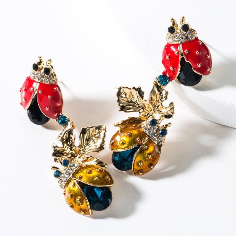 Aleación gota de aceite y diamantes dos aretes de mariquita de siete estrellas NHJE151051