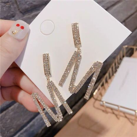 Pendientes exagerados de la letra M de diamantes de destello simple de moda exquisita NHSC194593's discount tags