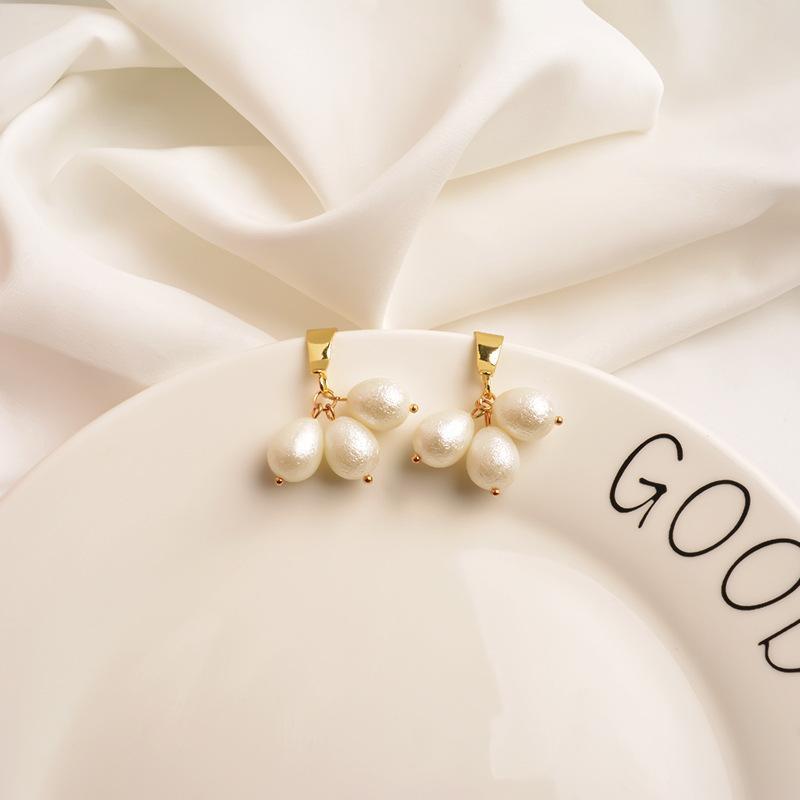 New European and American Metal Earrings Women's Short Pearl Pendant High Sense Personality Gold Niche Earrings Cold NHWF194219
