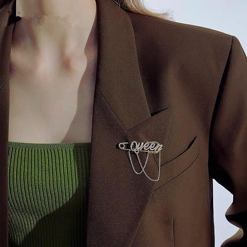 Broche de letras Broche de ramillete de borla para mujer Accesorios creativos creativos NHYQ194556
