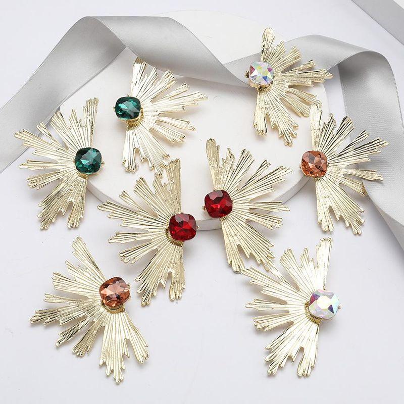 Individual creative alloy leaf diamond glass diamond exaggerated European and American earrings NHJE192751