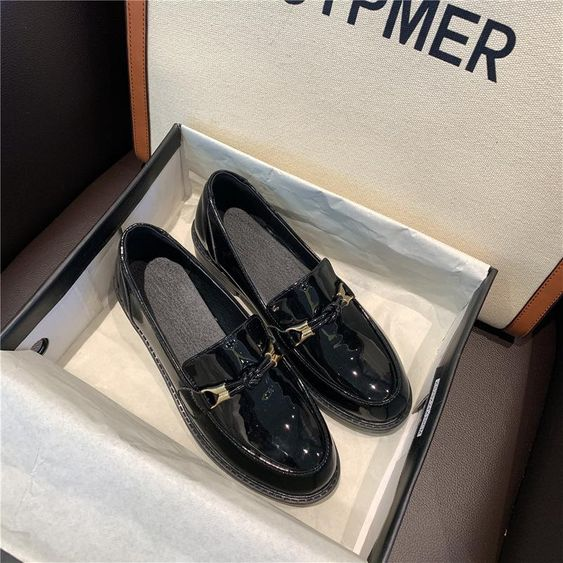 Single shoes black patent leather small