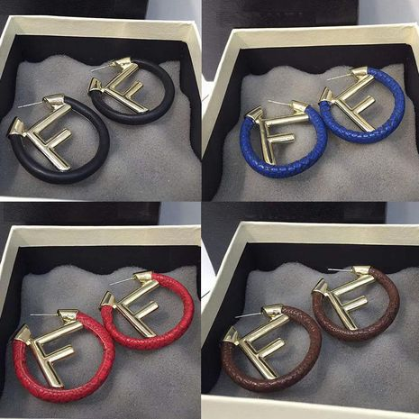 Aretes del alfabeto pendientes de piel de serpiente NHWK193435's discount tags
