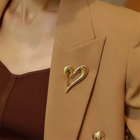 New  gold-plated  irregular hollow love brooch  NHYQ267758's discount tags