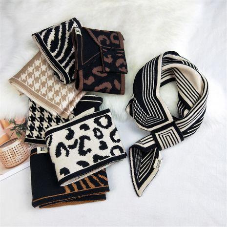 écharpe en laine tricotée à longue douille à imprimé léopard NHMN269334's discount tags