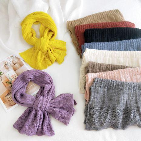 Écharpe courte en tricot croisé de couleur pure Étudiants de la mode coréenne longue écharpe chaude en gros NHMN269343's discount tags