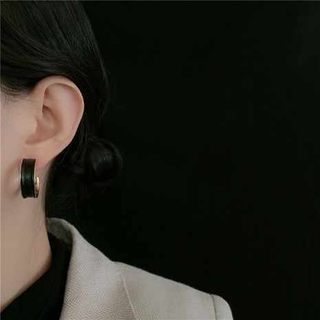 Winter new retro leather simple C-shaped trendy earrings NHYQ269399's discount tags