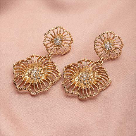 Pendientes de oro coreano de diamantes de flores barrocas de moda simple de lujo ligero NHQJ269639's discount tags