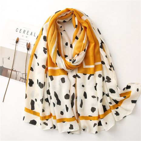 Bufanda de algodón y lino suave para mujer otoño e invierno patrón de vaca amarilla coreana chal largo de doble uso NHGD269998's discount tags