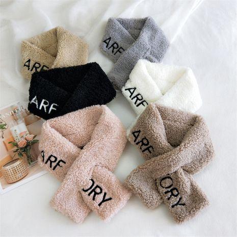 Bufanda cruzada del todo-fósforo de la nueva manera cálida coreana del cuello de la felpa del bordado inglés NHMN270131's discount tags
