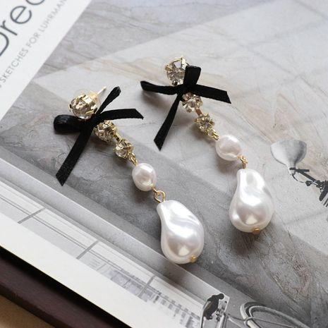 Aretes largos con lazo de perlas en forma especial blanca NHOM271489's discount tags