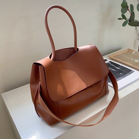 Autumn and winter new simple portable wide shoulder strap messenger retro tote bag NHTC271699's discount tags
