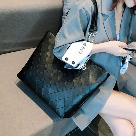 large-capacity rhombus chain shoulder handbags NHLH273613's discount tags