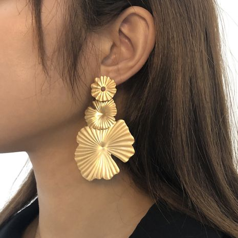 metal small daisy creative earrings  NHMD273747's discount tags