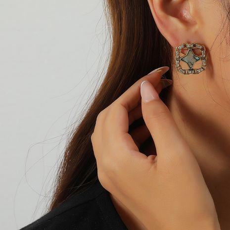 Einfache Mode Metall Retro hohle geometrische Diamantohrringe NHKQ273898's discount tags