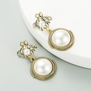 retro little bee big pearl earrings  NHLN275664
