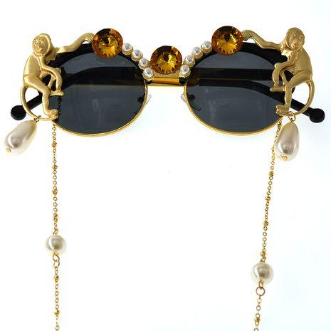 lunettes de soleil en cristal perle de singe sculpté avec plaque exagérée NHNT276049's discount tags