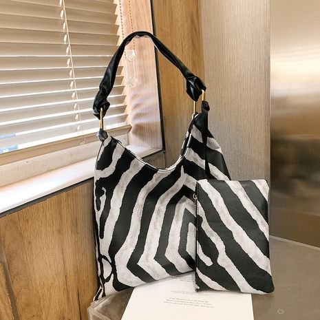 Black  white striped portable bucket bag  NHJZ276945's discount tags