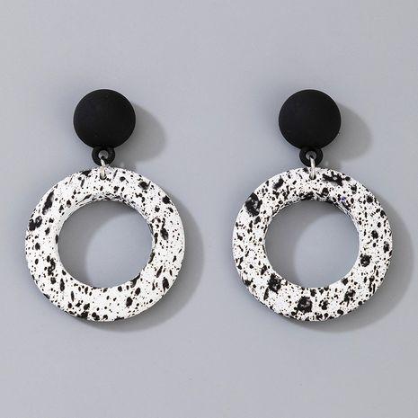 nouvelle tendance de la mode boucles d'oreilles courtes rondes noires blanches NHGY266558's discount tags