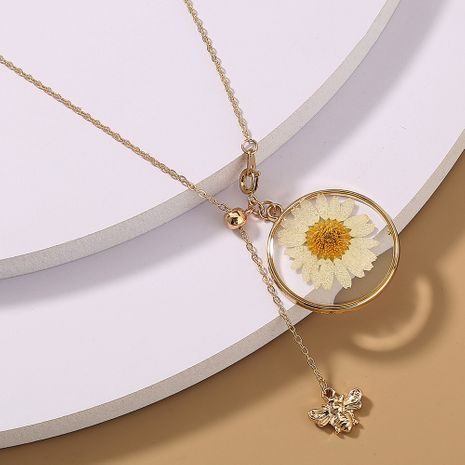 Korean fashion chrysanthemum little bee pendant single layer necklace NHAN266839's discount tags