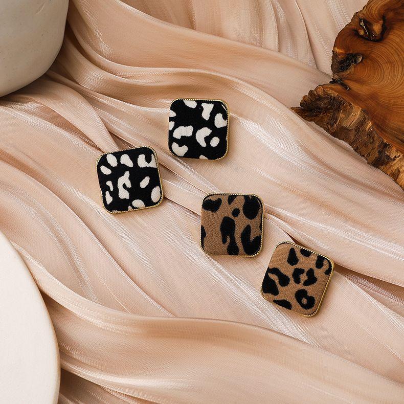 Square leopard print earrings  NHMS283543