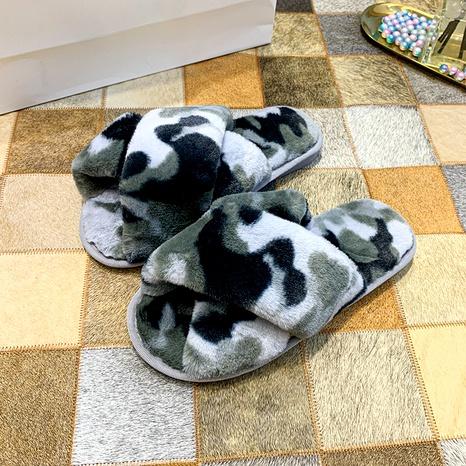 pantuflas de felpa cruzadas con estampado de leopardo de camuflaje NHPE284186's discount tags