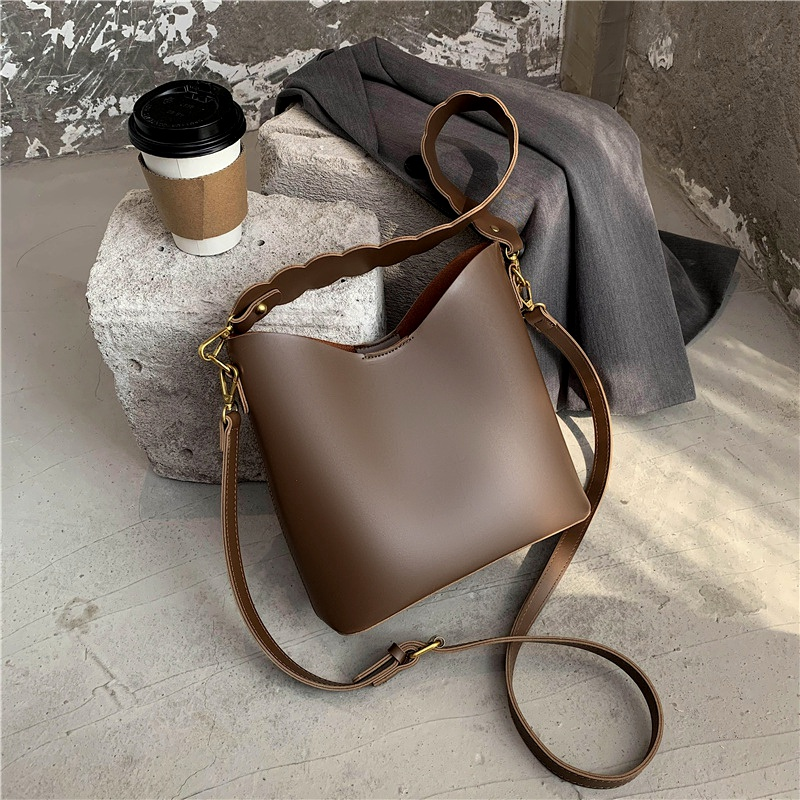 small messenger bucket bag NHJZ284631
