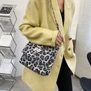 retro leopard print one shoulder messenger bag NHRU285751