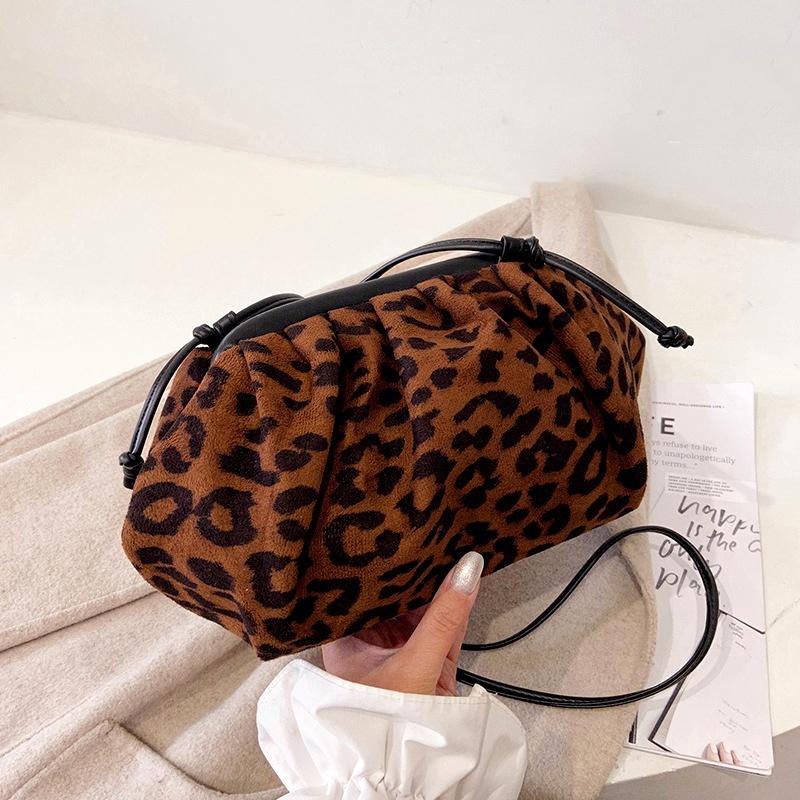 large-capacity fashion one-shoulder bag NHRU285764