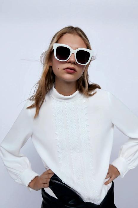 camiseta blanca con costuras NHAM287316's discount tags