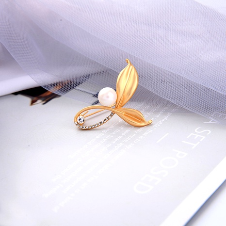simple pearl leaf brooch NHQD288001's discount tags