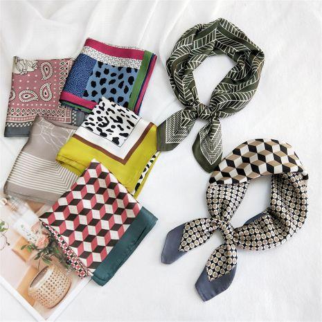 pequeña bufanda cuadrada de seda a la moda NHMN279634's discount tags