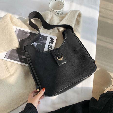 French fashion one-shoulder armpit bag NHRU279837's discount tags