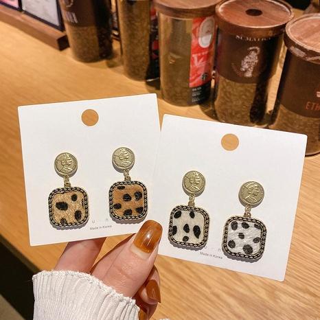 aretes de metal con estampado de leopardo NHFT289957's discount tags