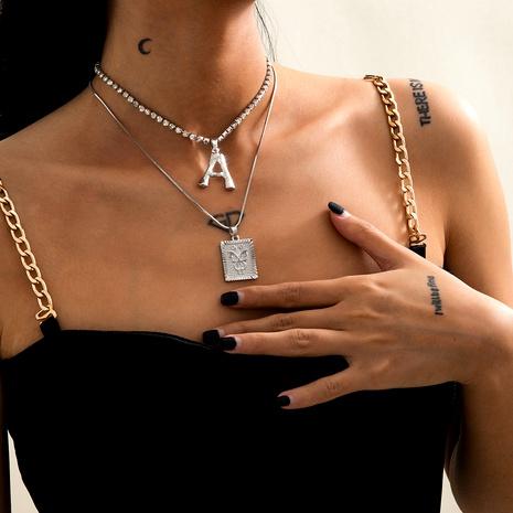 collar con diamantes y letras en relieve de mariposa NHXR294081's discount tags