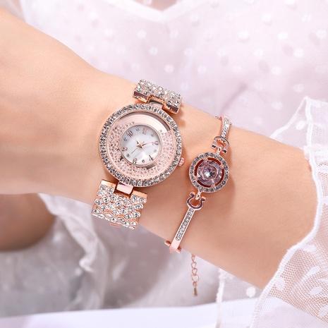 Reloj de cuarzo con cadena de metal y diamantes NHSY294132's discount tags