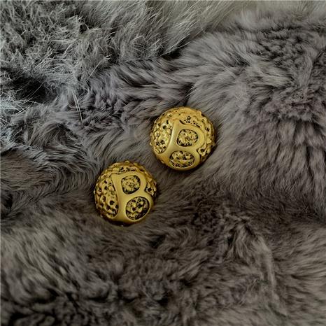 Aretes retro con letra B de oro NHYQ295015's discount tags