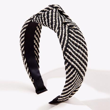 Diadema anudada de lados anchos en blanco y negro NHGE295825's discount tags