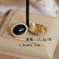 NHOM1361535-Black-ear-clips