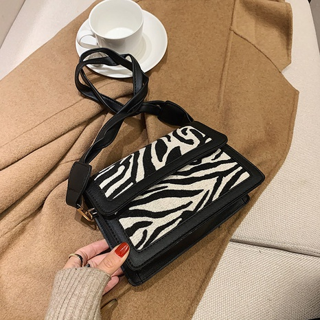 new trendy fashion popular one shoulder messenger bag NHRU300443's discount tags