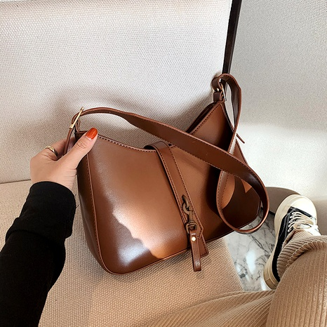 fashionable crescent soft leather bag NHJZ291628's discount tags