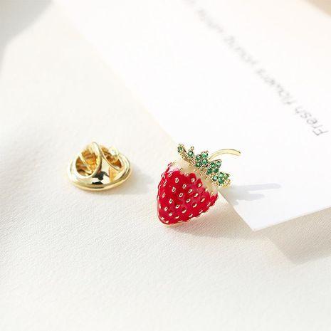 Mini broche de fresa lindo ramillete de cuello femenino desnudo nuevos accesorios de insignia de moda NHDO197319's discount tags
