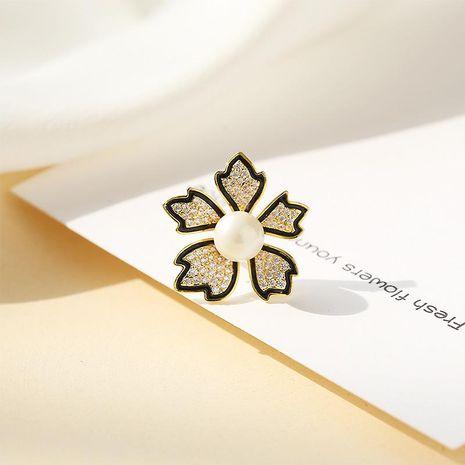 Broche de perlas de pétalos de alta gama espuela pin micro-diamante corsage femenino pin de moda NHDO197330's discount tags