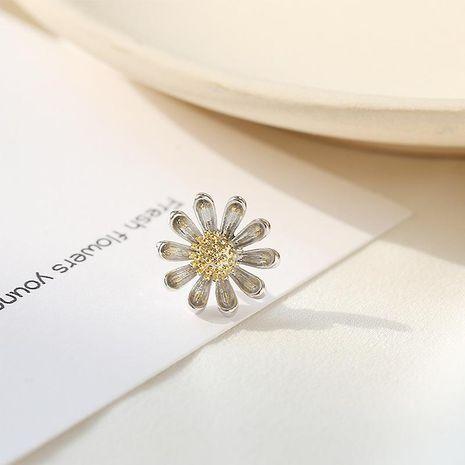 Mini pequeña margarita linda floral collar pin hembra coreana broche ramillete camisa accesorios pin collar hebilla NHDO197334's discount tags