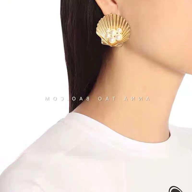 New brass exaggerated shell with pearl earrings and diamonds wild hair clip wholesale NHYQ201388