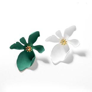 925 Aguja de plata Flores exageradas Pendientes dulces Nuevos Pendientes creativos de tendencia simple Clips decorativos para los oídos NHPP201961's discount tags